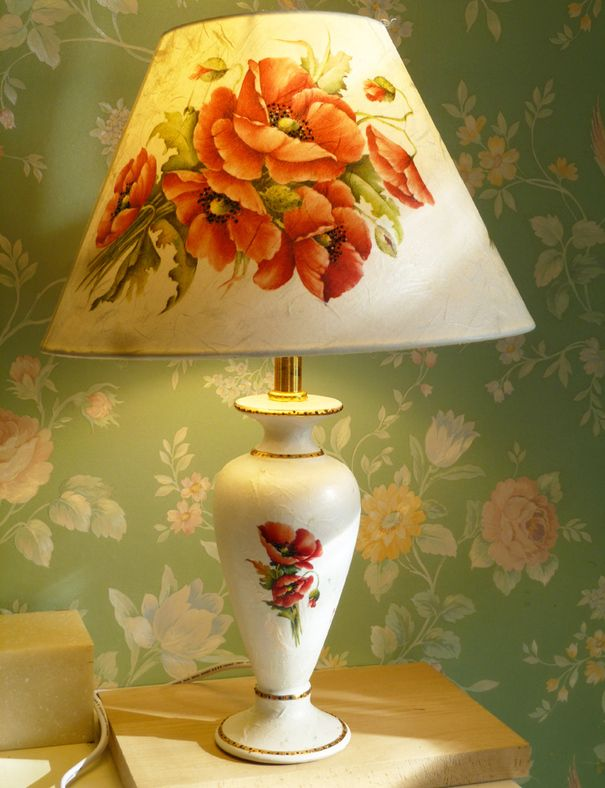 "Ручная работа настольная лампа"" Красные маки"", общая высота лампы-45см,абажур внизу  диаметр-26см."
