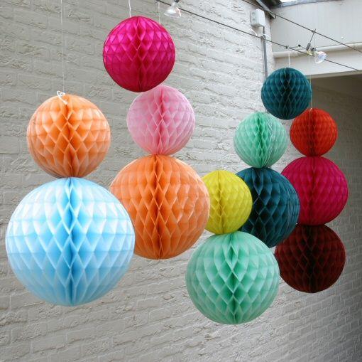PSikhouvanjou: Kleurexplosie - honeycomb ballen- kerstklokken en sneeuwsterren
