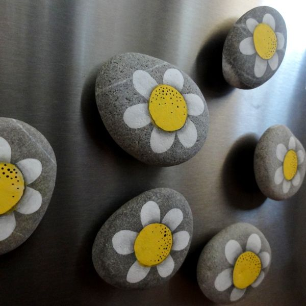 "Galets peints, magnets ""marguerite"""