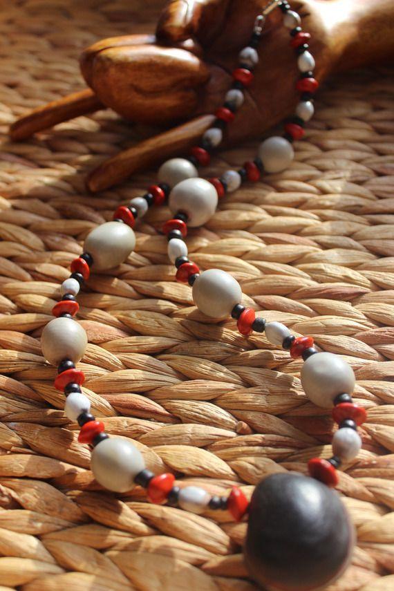Collier naturel composé de graines et de coco