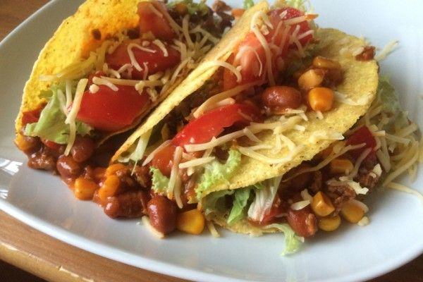 taco's met gehakt bonen mais salade, taco's, taco met gehakt
