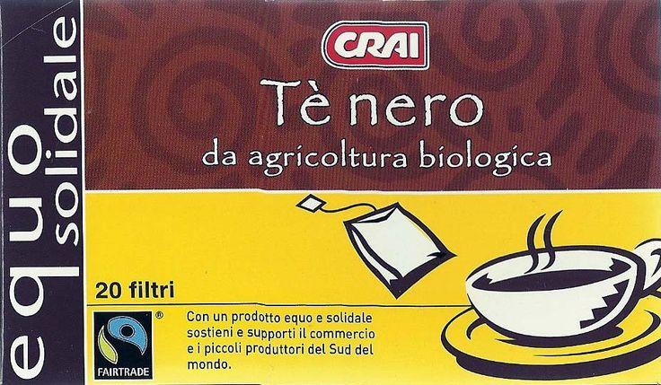 """Упаковка чайных пакетиков. Слева внизу знак """"Честная торговля"""" (Fair Trade). Знак обозначает, что при производстве были созданы  лучшие условия работы и охранялись права производителей и фермеров в развивающихся странах. Главные продукты «Честной торговли» – кофе, бананы, чай, какао и сахар. Новые продукты – хлопок, специи, фрукты и овощи, вино, орехи, масла и др."""