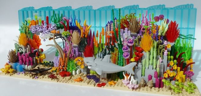 Clip-Clap – The Little Barrier Reef This little underwater scene captures the color and life of a coral reef. Lego bricks support imagination - this is what playing is all abo...