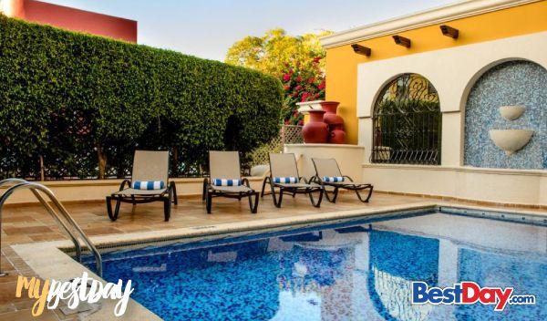 Ubicado en el corazón de Campeche frente al Parque San Martín, el Hotel Plaza Campeche, es una exclusiva propiedad galardonada por la excelencia de sus servicios e instalaciones. Clasificado como hotel de negocios, el Hotel Plaza Campeche con su estilo colonial te brinda una exclusiva línea de servicios, incluyendo piscina, centro de negocios, restaurante y estacionamiento, entre otros. #MyBestDay