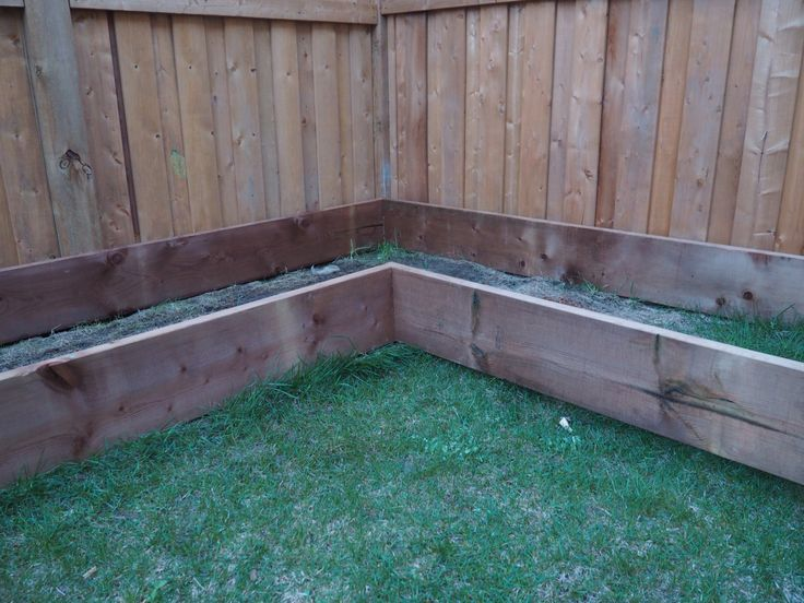 We finally finished building the box for our garden. Well, it's not completely finished… we still have to level the ground and we are going to add posts to the corners to add some chick…