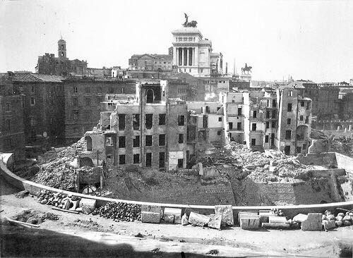 """TRAJAN.S MARKETS - October 1929: demolitions in the area of the Great Hemicycle. Hundreds of buildings were knocked down to discover and highlight the archaeological area of the Imperial Fora between the Suburra and Via Alessandrina. R. Leone, A. Margiotta (a cura di), """"Fori Imperiali: demolizioni e scavi: fotografie 1924-1940"""", Electa, 2007."""