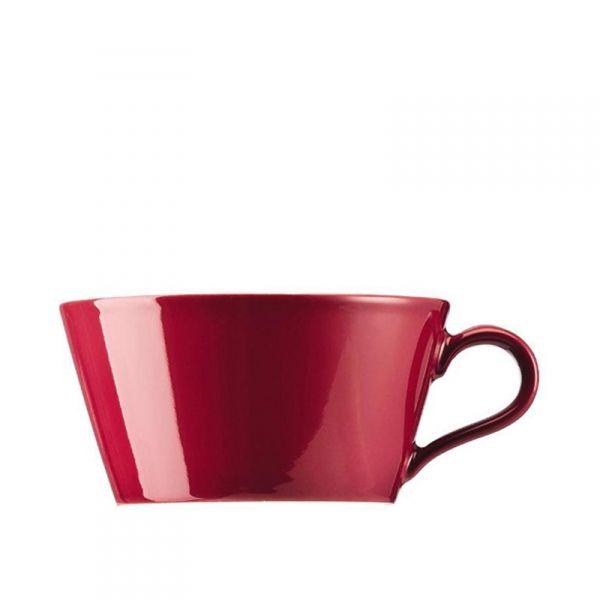 De nieuwste kleur Tric Amarena heeft een prachtige warmrode kleur. - Tric Theekop 0,22 l | Marlie & Felice