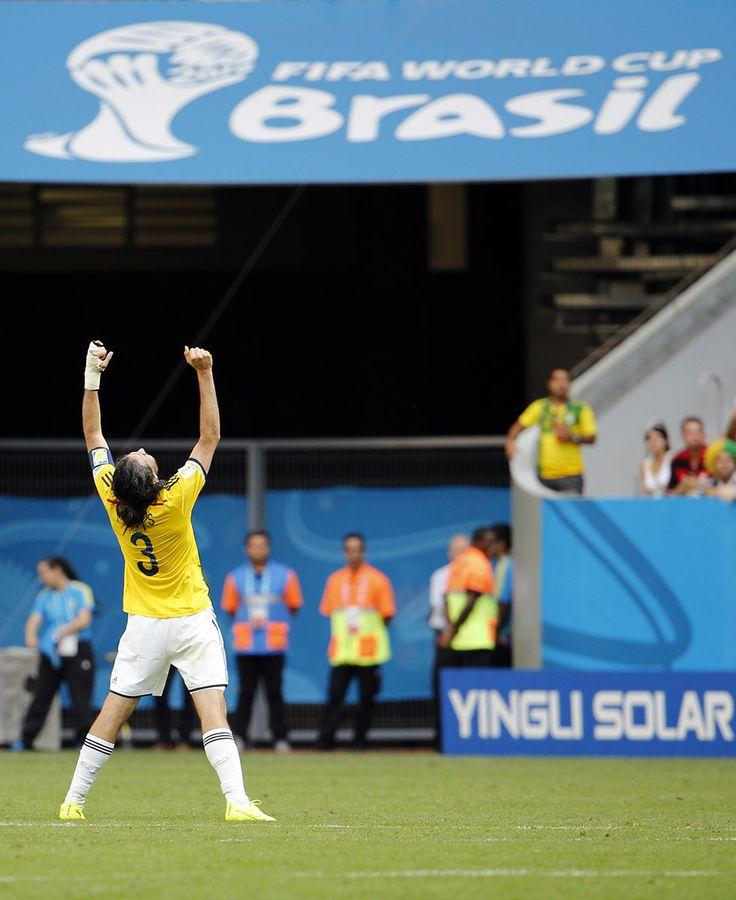 ¡Sí Mario! ¡Lo lograste! ¡Clasificaste a Octavos de final del Mundial! ¡Y jugaste un Mundial de ensueño! ¡Gracias capitán! ¡Gracias Mario Alberto Yepes! ¡Créelo!