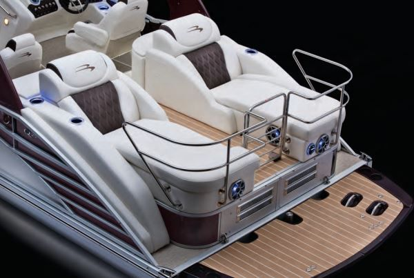 Bennington is the industry leader in building stern drive performance pontoons. Great design includes styling and performance, but it also demands service accessibility and reliability.