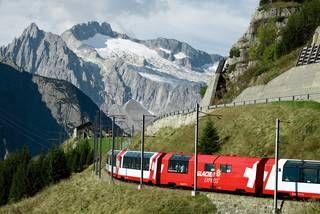 Glacier Express zwischen Andermatt und Oberalppass