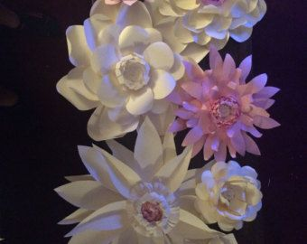 You will receive 10 giant paper roses in your choice of colors. Each rose measures to be about 6 inches wide. If this is not quite what you are looking for please feel free to message me with your details. :)
