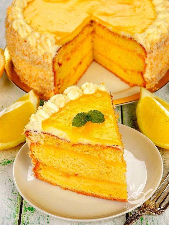 Citrus Cake - La Torta agli agrumi è un dessert fresco e profumatissimo: base al limone con deliziosa crema all'arancia. E per completare un velo di marmellata!