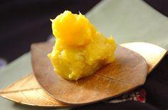 ゴロっとまるごと栗の甘露煮が入ったぜいたく栗きんとん。
