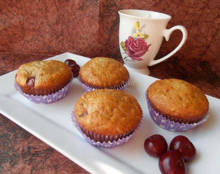 Meggyes, zabpelyhes muffin