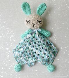 Manta de Apego Conejo Amigurumi a Crochet - Patrón Gratis en Español aquí: http://www.cosicasraquel.es/2016/03/manta-de-apego-crochet.html