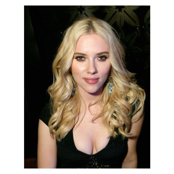 Scarlett Johansson capelli riga in mezzo ❤ liked on Polyvore featuring girls and scarlett johansson