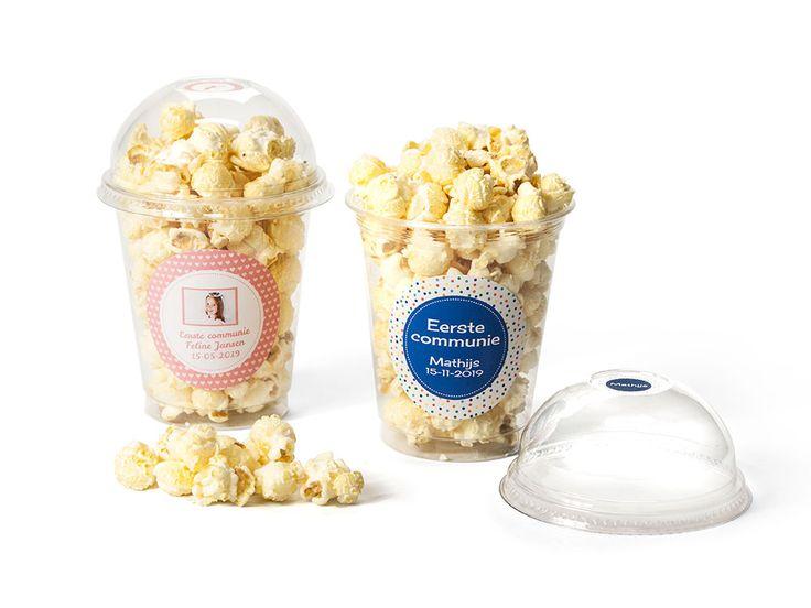 COMMUNIE POPCORN De zoete of zoute Popcorn wordt geleverd in een grote feestbeker. Geef je attentie een extra touche met een persoonlijke opmaak.  #communie #eersteheiligecommunie #bedankje