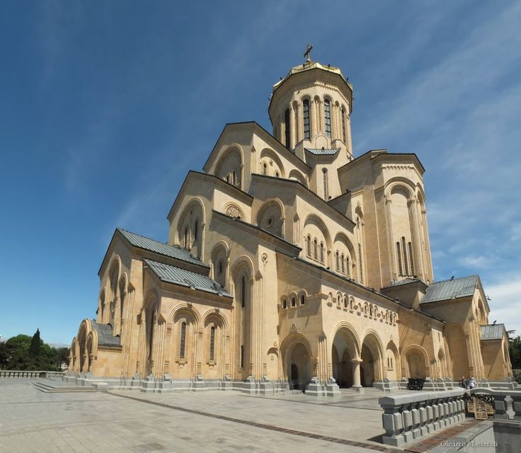 Cattedrale dellla Santissima Trinità - Tbilisi, Georgia by Oliviero Masseroli