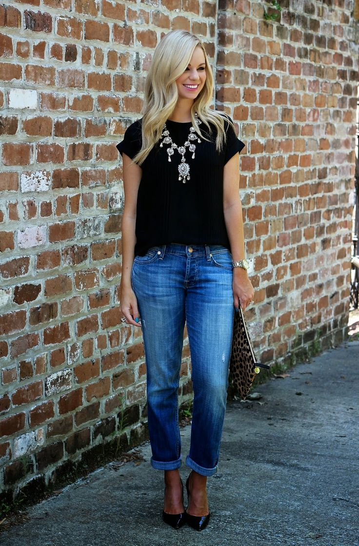Love the simplicity of this. Black shirt with one statement accessory.