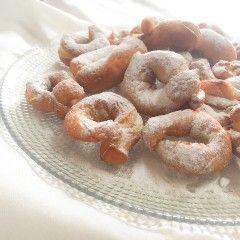 Llegar la Semana Santa y acordarme de los roscos que hacía mi abuela es inmediato, roscos típicos de Granada, de donde era ella, aunque estuvieramos en Mallorca, nunca dejó de hacerlos.Receta …