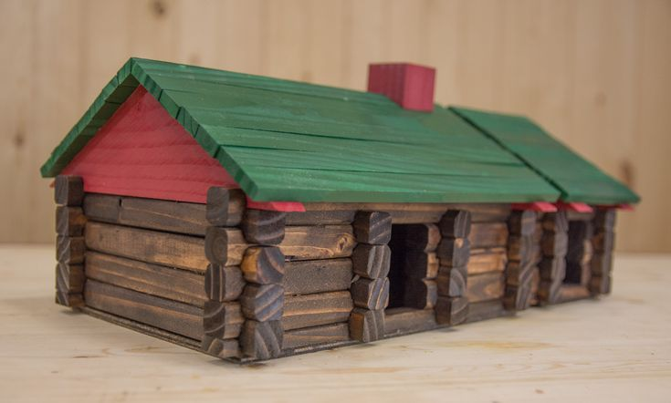 how to make lincoln logs Here its a bird house, use for toys, mailbox?
