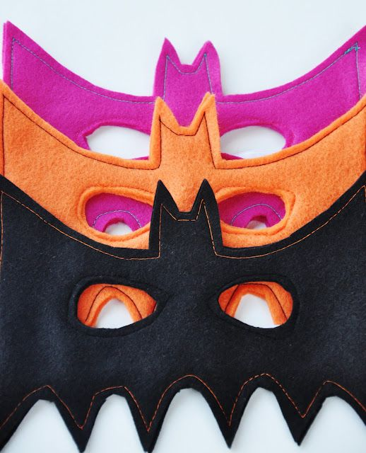 Seriously easy DIY felt bat mask. Comes with free pattern! Don't limit yourself to black...make one in pink or any other color for the littles!Free Pattern, Diy Halloween Costumes, Kids, Batman Parties, Face Masks, Christmas Gift, Batman Masks, Bats Masks, Crafts