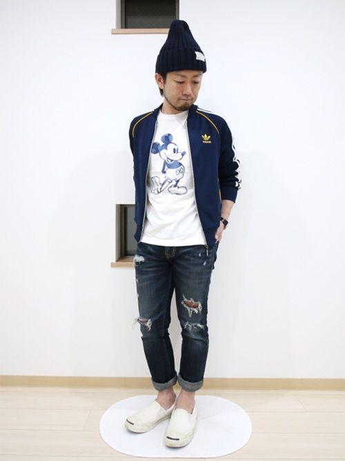 ネイビー×ホワイト。      ジャージ:adidas originals  Tシャツ:UNIQLO