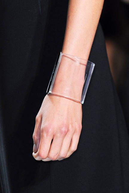 lucite bangle. #bracelettendance #bijoux