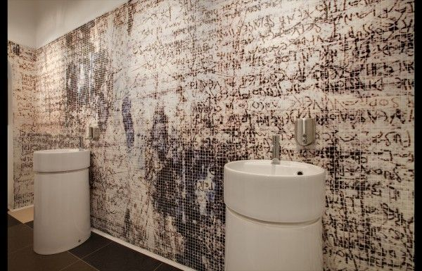 Mosaico Digitale - Black and White Bathroom Feature Wall