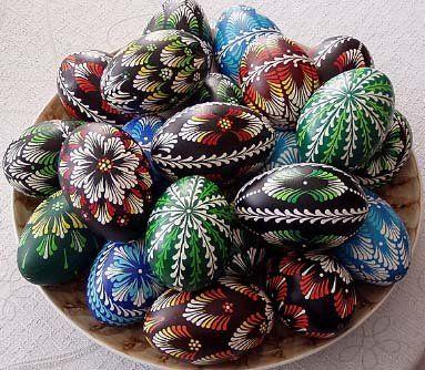 Traditional drop-pull Pysanka eggs. Tradycyjne pisanki