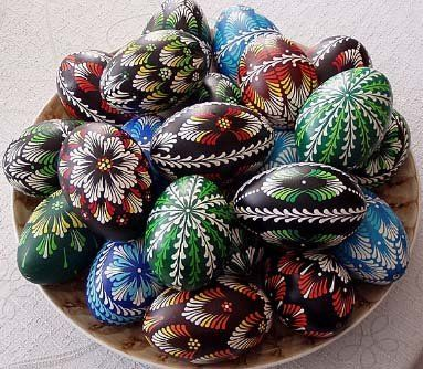 Traditional drop-pull Pysanka eggs. Tradycyjne pisanki