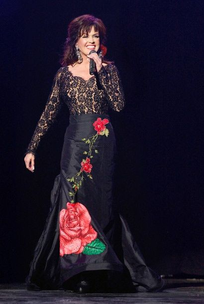 Show Photos - Donny and Marie: A Broadway Christmas - Marie Osmond