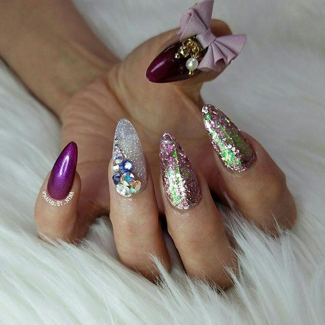 For Mom💗  @glitter_heaven_australia glitter  @oceannailsupply holo strips  @glamandglitsnails lush coconut on ring finger  @gelish_official  #itsnina #nail #nails #naglar #nailswag #notd #nailsofinstagram #instanails #nailfashion #glamour #almondnails #acrylicnails #nails2inspire #modernsalon #3dbows #holo #glitter #nofilter #lovemyjob #nailsmagazine #nailpro #nailart #nailartist