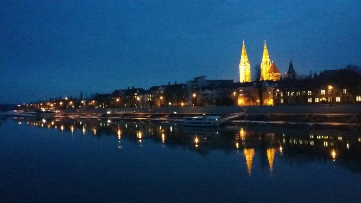 Szeged esti fényekben