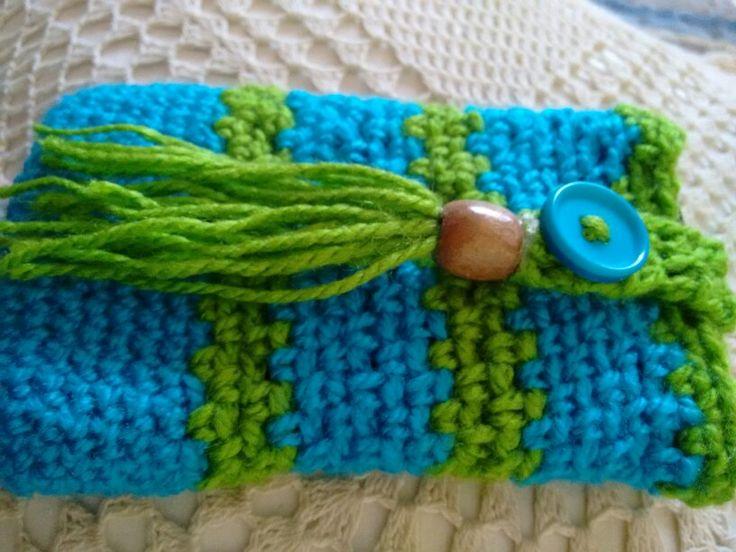 Porta celular, crochet, madera, calipso y verde.