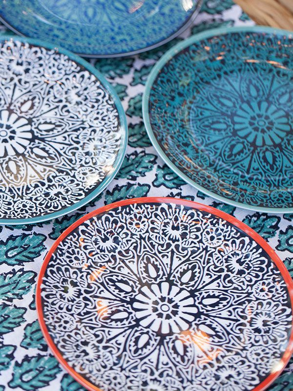 Dinnerware on the same table doesn\u0027t have to match. Try mixing them up  sc 1 st  Pinterest & 83 best images about Plates on Pinterest