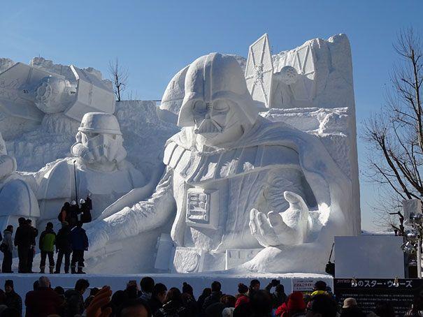 El Ejercito Japonés utiliza 3.500 toneladas de Nieve para Crear estas Esculturas de Star Wars