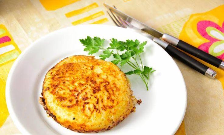 Quem não gosta de viajar e experimentar novos sabores? Prove este prato suíço!  #Batata_Rosti_Caseira #receitas #batata #rosti #mundo #suíça #frango #cebola #requeijão #manteiga