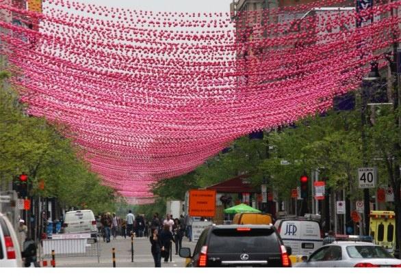 170.000 boules rosa tra i tetti di Montreal