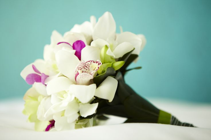 Breathtaking bouquets to accompany you down the aisle.