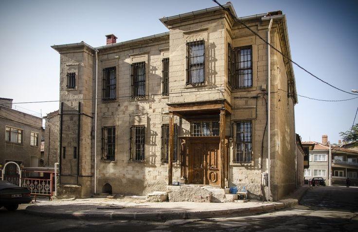 OLD HOUSE IN TAVŞANLI    2014 © Photo Tarik Jesenković