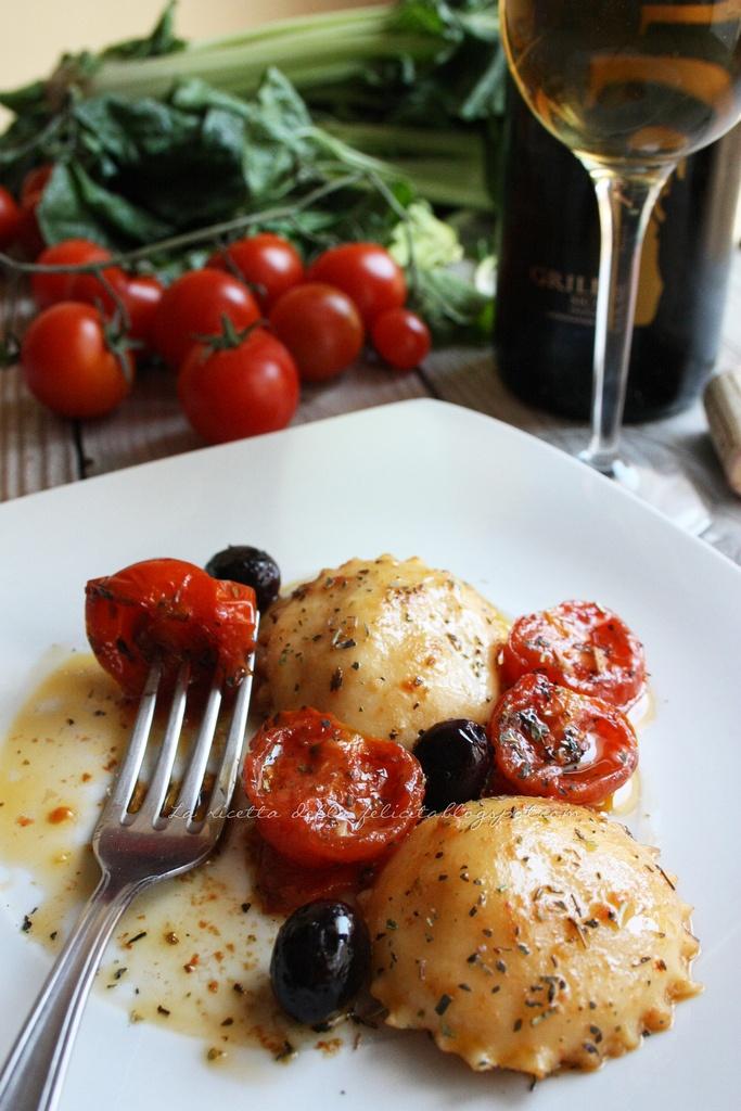 Ravioli fusion con pomodorini confit e olive di Gaeta. Praticamente il mediterraneo in un piatto!