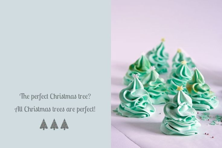 Christmas Tree Meringues via Crumbs and Corkscrews << http://crumbsandcorkscrews.co.uk/christmas-tree-meringue/