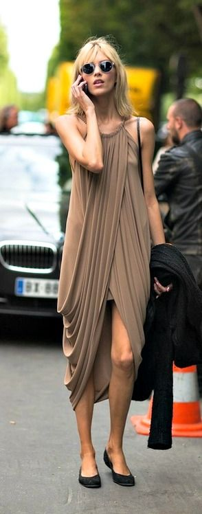 that draping is perfection.  chic indeed