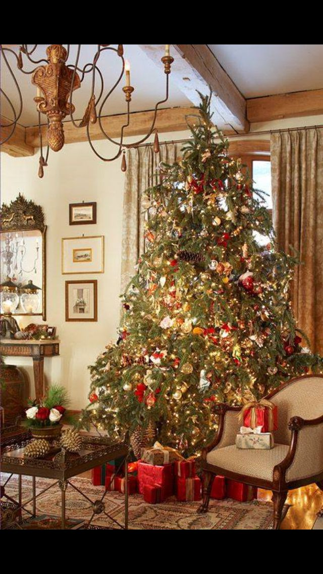 country christmas christmas time traditional christmas. Black Bedroom Furniture Sets. Home Design Ideas