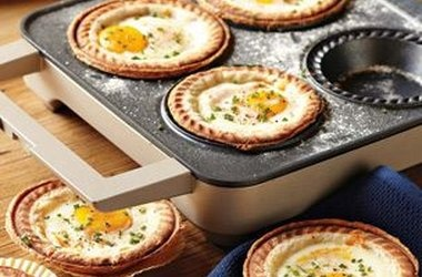 Cracked Egg Breakfast Pies — Punchfork | Noms | Pinterest