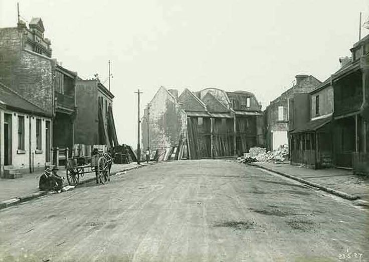 Princes St,Sydney whilst being demolished for the construction of the Sydney Harbour Bridge precinct.The southern approach road between the northern end of York St and the southern pylon of the Sydney Harbour Bridge today follows the line of Princes Street.