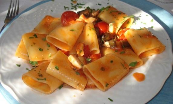 #Paccheri: tipici della costiera #amalfitana, - #Campania - si gustano con il sugo di pesce --> http://www.allyoucanitaly.it/blog/ricette-tipiche-della-pasta-fatta-in-casa