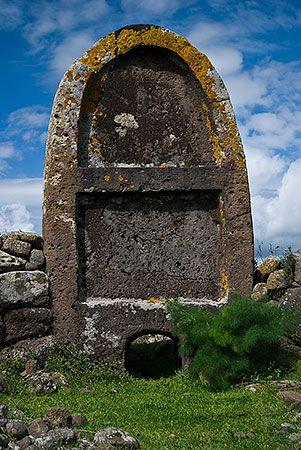 Sardinia | Tomba di giganti Imbertighe - Borore  La stele centinata alta poco più di 3,5 m