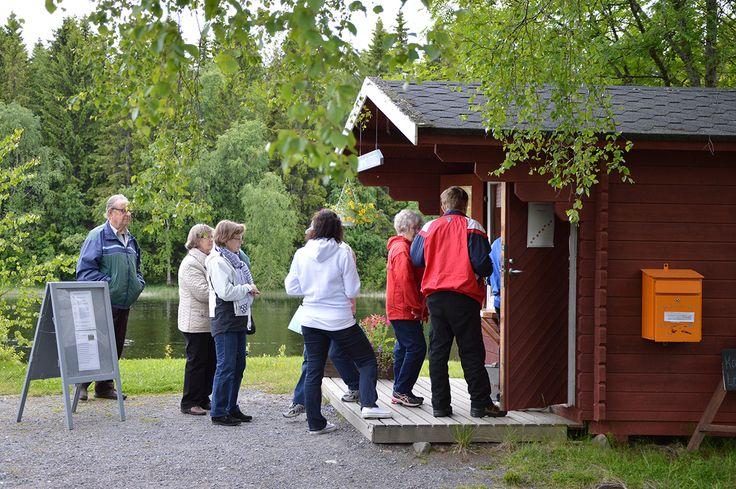Turkansaaren lippukioskille oli välillä pieni jono kun iloiset museovieraat saapuivat Turkansaareen. Illan aikana kävijöitä oli yhteensä noin 900 henkilöä. Oulu (Finland)